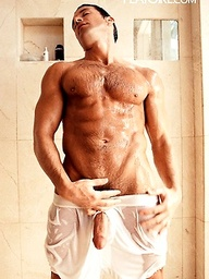 Sexy athlete Randy Savino naked