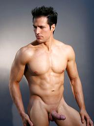Hot muscled brunette Julian
