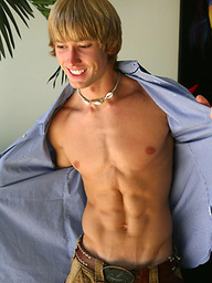 Mick shows his perfec ripped sixpack