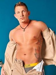 Hot hunk Cody Jo solo