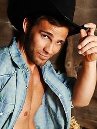 Hot cowboy Roberto