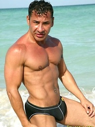 Hot muscle man Orlando outdoors