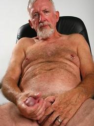 Old man Jon Moore jerking off his dick