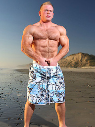 Muscle hunk Ben Kieren naked. Second gallery