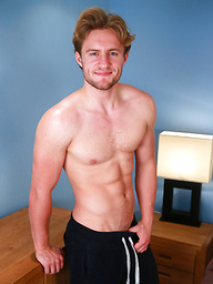 Handsome Straight Lad Aaron Shows His Body & Bum and has a Cum Explosion!