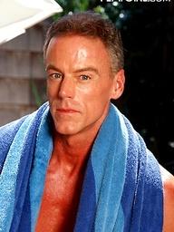 Muscled mature hottie Robert