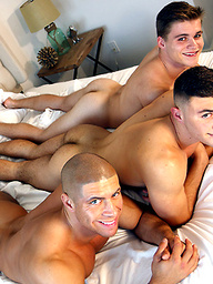 Kyle Dean And Sean Costin FUCK Alex Griffen In HOT Gay Threesome