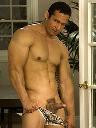 Big muscle hunk naked