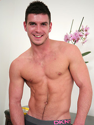 Straight boxing pro Patrick O'Brian - muscular and ripped hunk