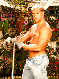 Blond muscle stud Brad Patton