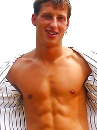 Cute jock shows his sexy ripped body outdoors