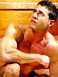 Hot muscle hunk Dean Phoenix