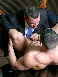 Muscle man gets his ass fucked