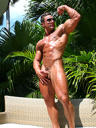 Hot bodybuilder Marcos Blade jerking off