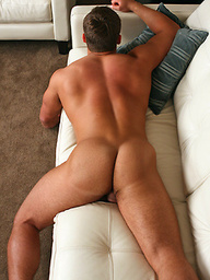 Muscled stud an shows his boner