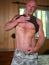 Muscled bear Ben Martin shows his uncut dick