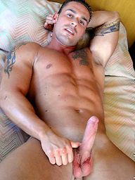 Hot muscle man Manuel Santos shows his perfect body