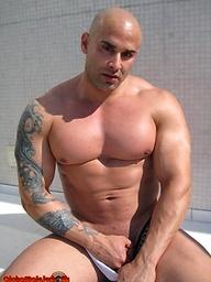 Bald muscle hunk Big Roger