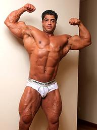 L:Atino bodybuilder Brutus Difino jackoff