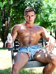 Paddy O'Brian shows his hot muscled body