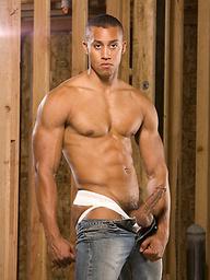 Ebony muscle stud Tyler Johnson naked