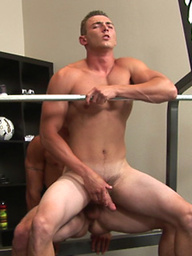 Muscle men Danny and Ford fuck in a gym
