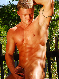 Muscled Marcus jerking off