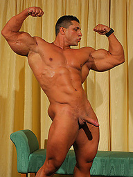 Yummi Cosmin gets his huge muscles WORSHIPED!
