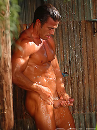 Hot muscled pornstar Jake Andrews naked outdoors