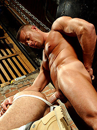 Muscled guys Manuel DeBoxer and Tyler Saint fucking