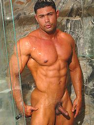 Riccardo Rey takes a shower