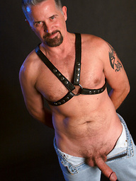 Mature man Marcos Mitchell likes leather