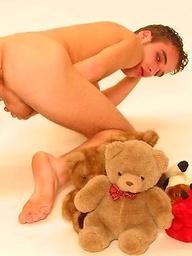 Euro hottie posing naked